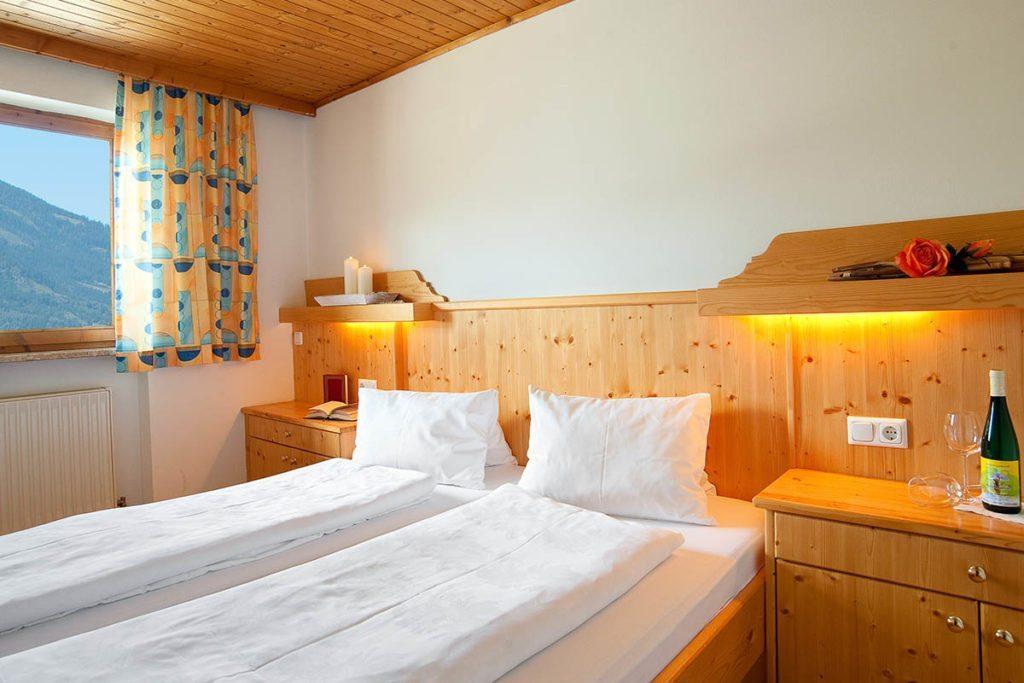 ferienwohnung-salzburger-land-schlafzimmer-bauernhof-tofererhof